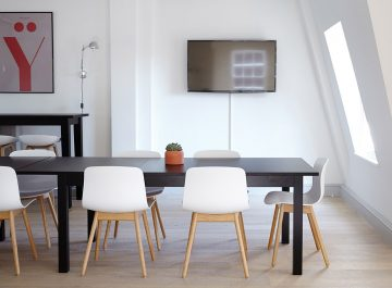Noemi_Dinner_Desk